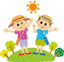 太陽の紫外線を浴びながら遊ぶ子供